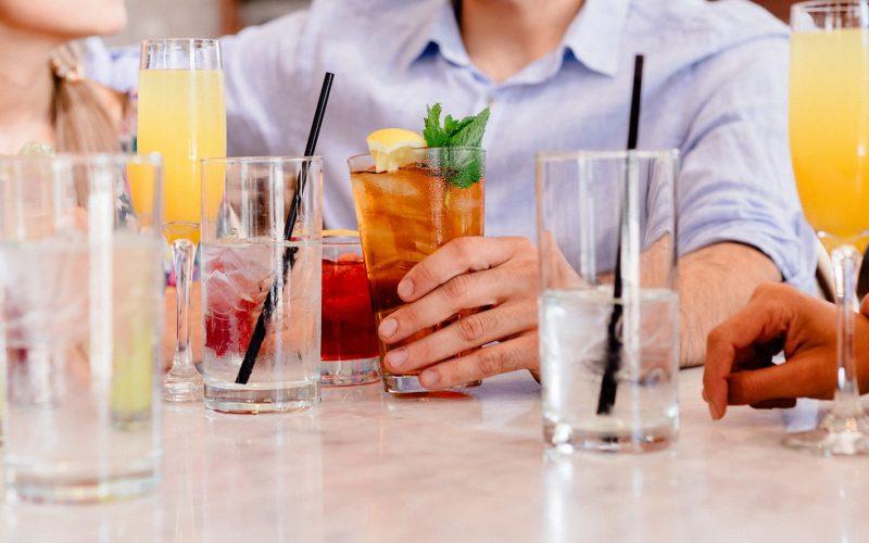 cocktails-1149171_1920